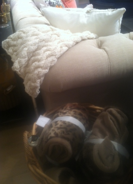 tufted_couch